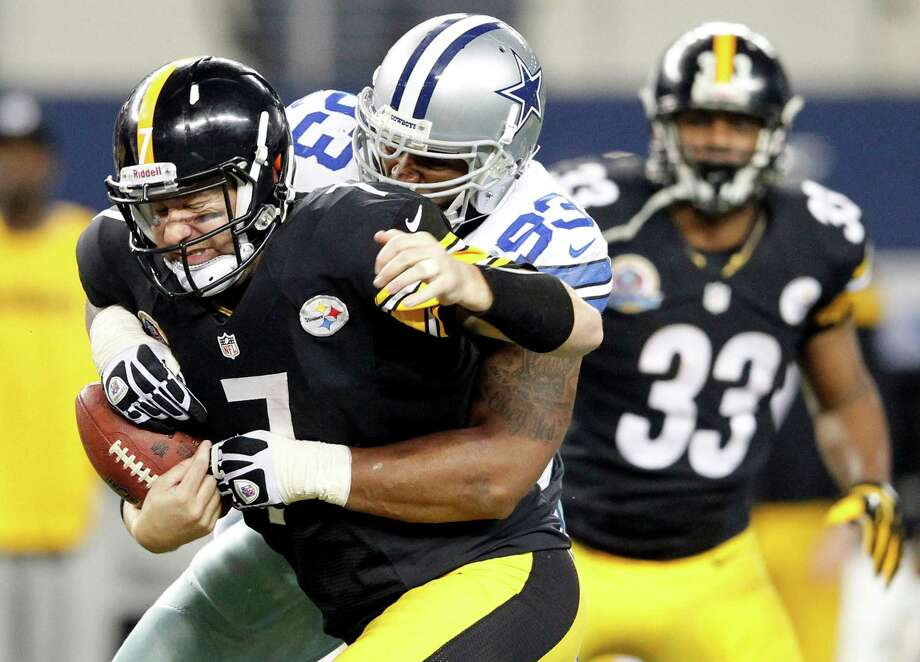 Anthony Spencer sacks the Steelers' Ben Roethlisberger during the Cowboys' victory Sunday. Photo: Vernon Bryant, MBR / Dallas Morning News