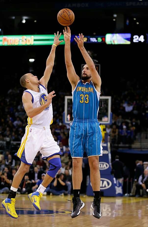 OAKLAND, CA - DECEMBER 18: Ryan Anderson #33 of the New Orleans Hornets shoots over Stephen Curry #30 of the Golden State Warriors at Oracle Arena on December 18, 2012 in Oakland, California. NOTE TO USER: User expressly acknowledges and agrees that, by downloading and or using this photograph, User is consenting to the terms and conditions of the Getty Images License Agreement.  (Photo by Ezra Shaw/Getty Images) Photo: Ezra Shaw, Getty Images