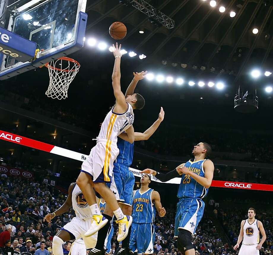 Klay Thompson puts up a shot in the second half against the Hornets. The Golden State Warriors played the New Orleans Hornets at OracleArena in Oakland, Calif., on Tuesday, December 18, 2012, defeating the Hornets 103-96 Photo: Carlos Avila Gonzalez, The Chronicle