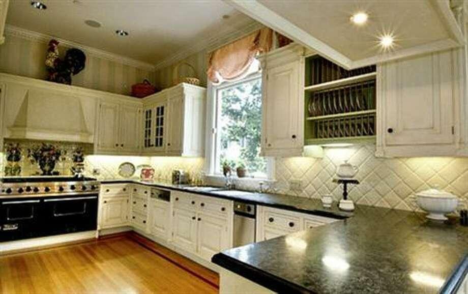 Updated kitchen (redfin.com)