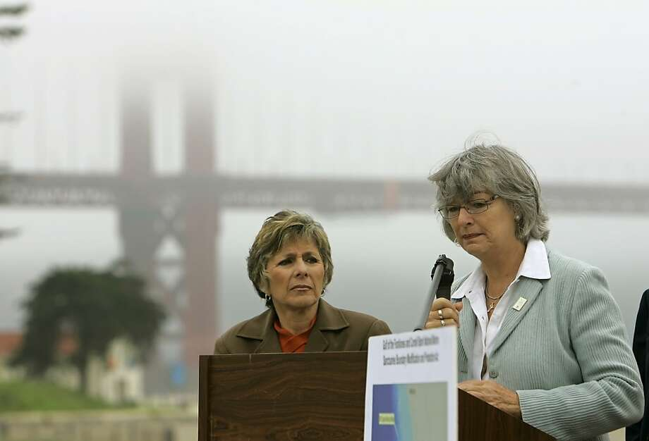 Sen. Barbara Boxer, D-Calif. (left), and Rep. Lynn Woolsey, D-Petaluma, co-sponsored a bill to protect waters off Sonoma and Mendocino counties. Photo: Eric Risberg, AP