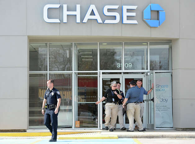 Orange Police exit Chase Bank in Orange after investigating a robbery on Wednesday.  Photo taken Wednesday, December 19, 2012 Guiseppe Barranco/The Enterprise Photo: Guiseppe Barranco, STAFF PHOTOGRAPHER / The Beaumont Enterprise