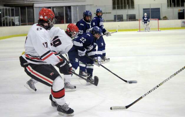 Darien's Jack Pardue (22) controls the puck during the boys ice hockey game against New Canaan at the Darien Ice Rink on Wednesday, Dec. 19, 2012. Photo: Amy Mortensen / Connecticut Post Freelance