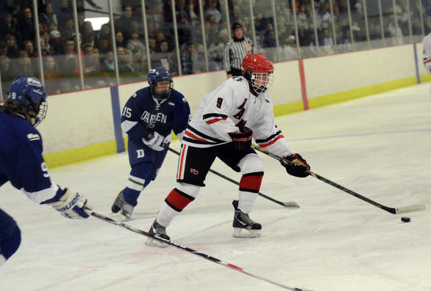New Canaan's Peter Reinhardt (9) controls the puck during the boys ice hockey game against Darien at the Darien Ice Rink on Wednesday, Dec. 19, 2012. Photo: Amy Mortensen / Connecticut Post Freelance