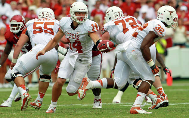 Longhorn quarterback David Ash holds the ball after his running back passes as UT plays Oklahoma in the Red River Rivalry at the Cotton Bowl on October 13, 2012. Photo: Tom Reel, San Antonio Express-News / ©2012 San Antono Express-News