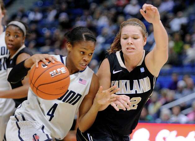 Connecticut's Moriah Jefferson, front left, drives past Oakland's Peyton Apsey during the first half of an NCAA college basketball game in Hartford, Conn., Wednesday, Dec. 19, 2012. (AP Photo/Fred Beckham) Photo: Fred Beckham, Associated Press / FR153656 AP