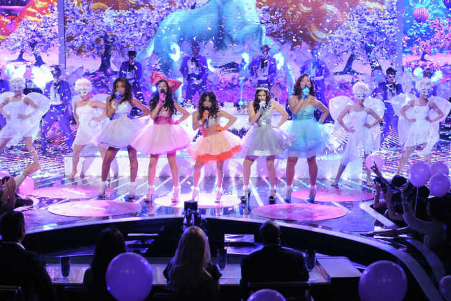 THE X FACTOR: Finalist Fifth Harmony performs on THE X FACTOR, Wednesday, Dec. 19 (8:00-9:00PM ET/PT