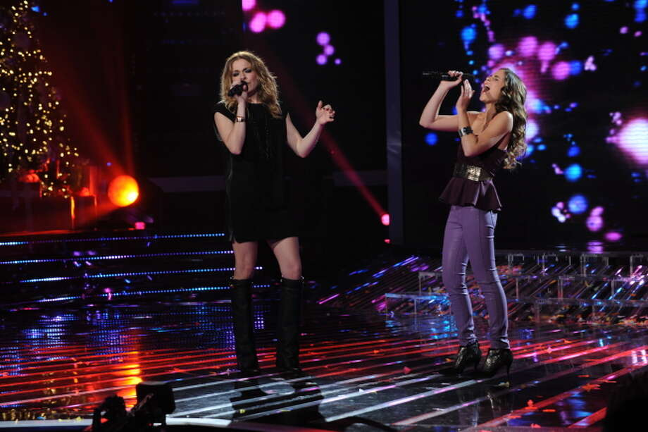 THE X FACTOR: Finalist Carly Rose Sonenclar and special guest Leeann Rimes performs on THE X FACTOR, Wednesday, Dec. 19 (8:00-9:00PM ET/PT) on FOX.  CR: Ray Mickshaw / FOX.