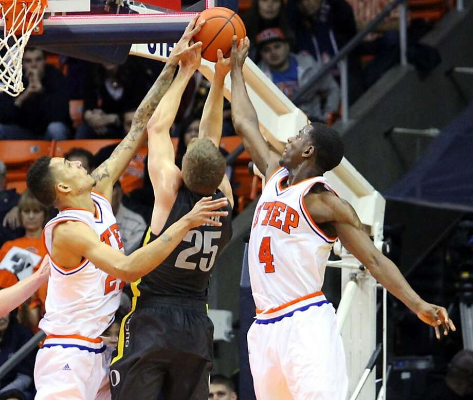 Oregon's E.J. Singler gets caught in between UTEP's John Bohannon and Julian Washburn in the triple-overtime loss. Photo: Vanessa Monsisvais, Associated Press