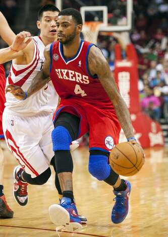 Dorell Wright of the 76ers tries to drive past Jeremy Lin of the Rockets. (Dave Einsel / Associated Press)