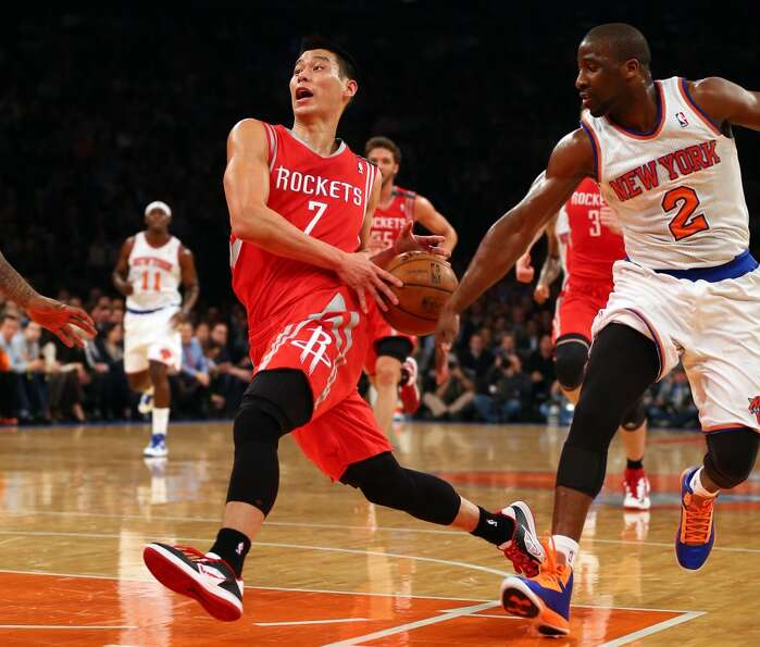 Jeremy Lin heads for the net as Raymond Felton defends. (Getty Images)