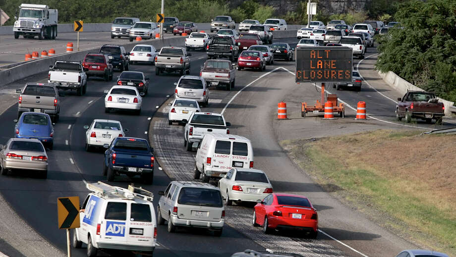 Bexar County officials are once again asking state lawmakers to pass legislation that allows local citizens to raise revenue to fund badly needed roads and infrastructure. Photo: File Photo, San Antonio Express-News / © San Antonio Express-News