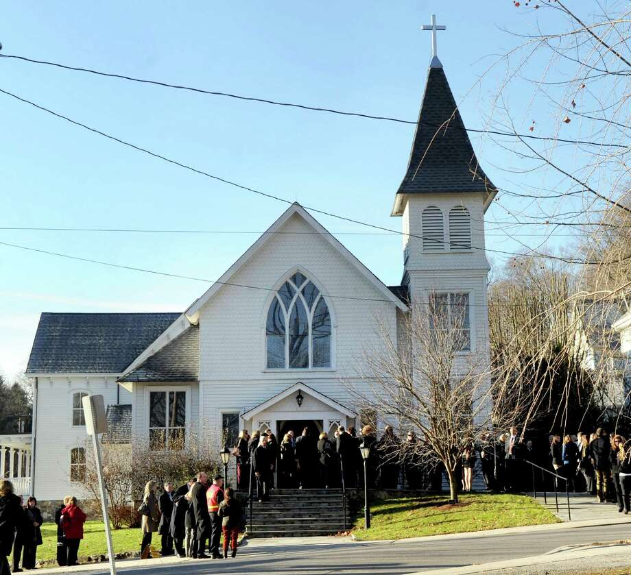 Mourners line up outside St. Mary of the Assumption Roman Catholic Church in Katonah, NY, for the funeral of Sandy Hook Elementary School Special Education teacher Anne Marie Murphy on Thursday, December 20, 2012. Photo: Lindsay Niegelberg, Niegelberg / Stamford Advocate
