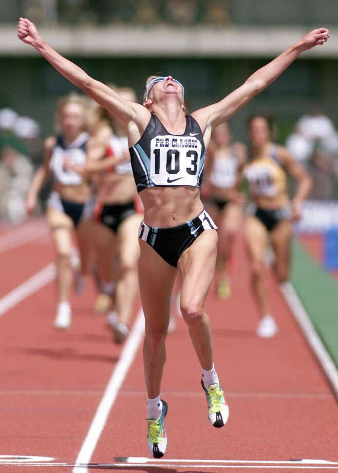 Suzy Favor Hamilton of the US wins the womens' 1500-meter run at the Prefontaine Classic 27 May 2001 in Eugene, Oregon, with a time of 4:06.93. Photo: JOHN GRESS, Getty Images / AFP