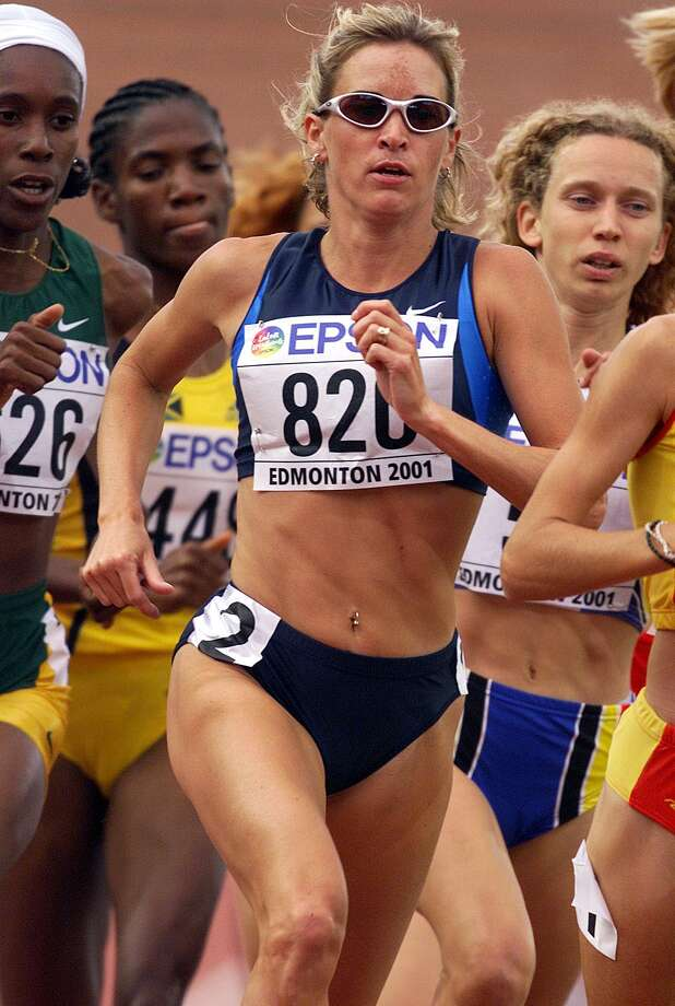 Suzy Favor-Hamilton of the USA in action during the 1st round qualification of the womens 1500m during the second day of the 8th IAAF World Athletic Championships in Edmonton Canada in 2001. Photo: Andy Lyons, Getty Images / Getty Images Europe