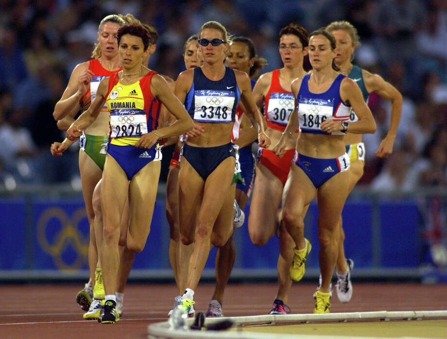Suzy Hamilton Favor of the USA in the womens 1500m semi final heat one during the Sydney 2000 Olympic Games at Olympic Stadium, Sydney Olympic Park, Sydney, Australia. Photo: Hamish Blair, Getty Images / Getty Images AsiaPac