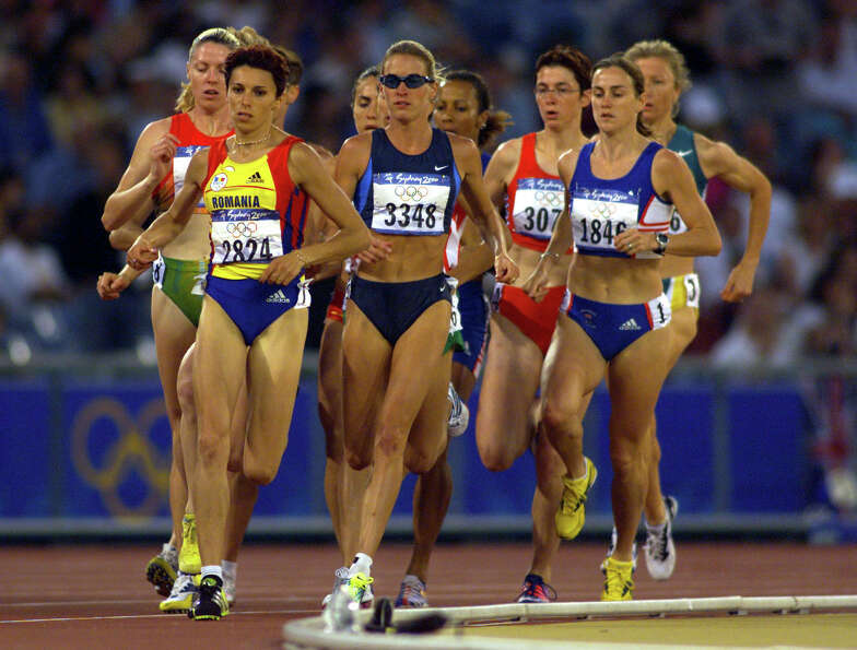Suzy Hamilton Favor of the USA in the womens 1500m semi final heat one during the Sydney 2000 Olympi
