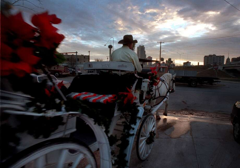 Commandeer horse carriages and do chariot-style races around Alamo Plaza. (EN)