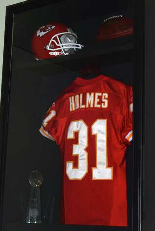 Owned by former NFL player and San Antonio native Priest Holmes, PHX Lounge gives San Antonio a classy, up-scale lounge experience complete with modern decorations and live music performances. Photo: Robin Johnson