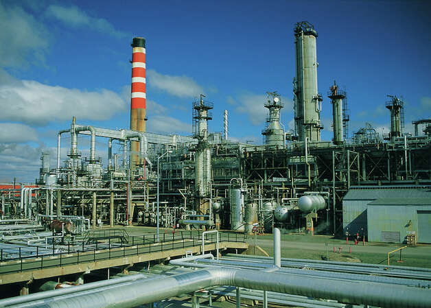Valero Energy Corp. has gotten Commerce Department approval to ship crude oil from the Gulf Coast to its 265,000-barrel-a-day Jean Gaulin Refinery in Levis, Quebec, shown here. Source: Courtesy of Valero Energy Corp. Photo: Courtesy Of Valero Energy Corp.