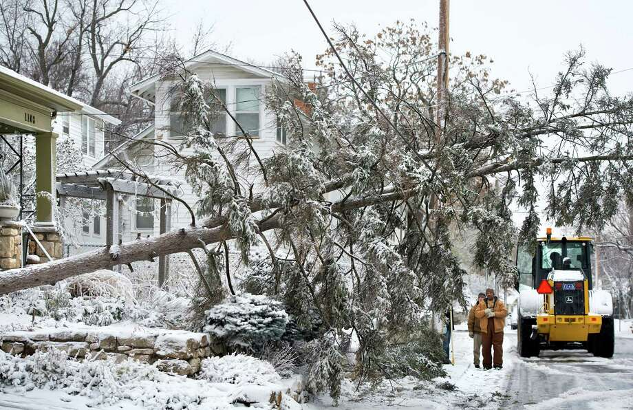 Kansas City, Missouri city workers examine a fallen tree that landed on a telephone wire during snow and windstorm, Thursday, December 20, 2012, in Kansas City. Photo: DAVID EULITT, McClatchy-Tribune News Service / Kansas City Star