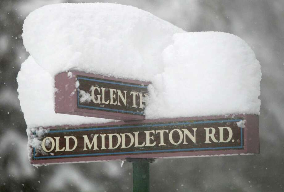 The street sign at Old Middleton and Glen Hollow Roads is topped with several inches of snow in Madison, Wis., Thursday afternoon, Dec. 20, 2012. Photo: Michael P. King, AP / Wisconsin State Journal