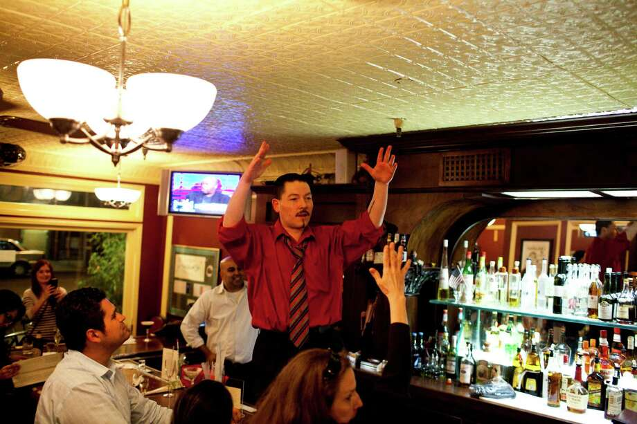 Bartender Giovanni Rivas makes a farewell speech to patrons and staff Photo: Jason Henry, Special To The Chronicle / ONLINE_YES