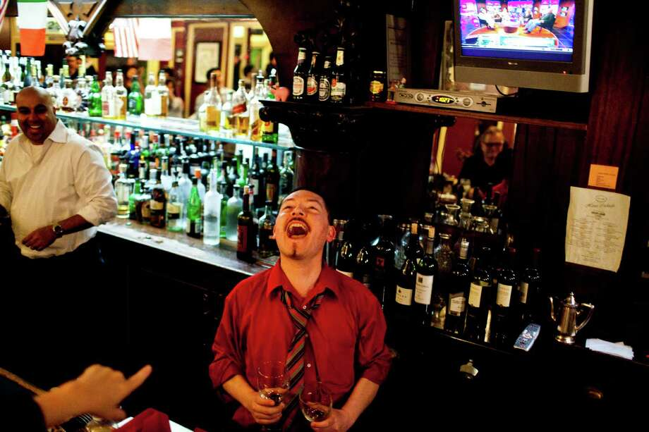 Bartender Giovanni Rivas screams last call Photo: Jason Henry, Special To The Chronicle / ONLINE_YES