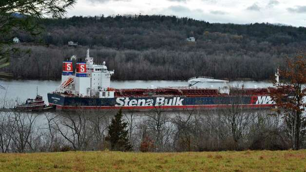 "The oil tanker ""Stena Primorsk"" carrying North Dakota crude from the Port of Albany lies at anchor in the Hudson River off Stuyvesant Friday Dec. 21, 2012, after running aground yesterday morning.  (John Carl D'Annibale / Times Union) Photo: John Carl D'Annibale / 00020553A"