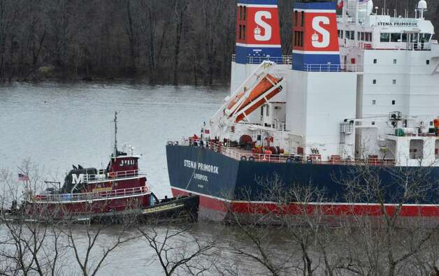 "A tug boat holds the oil tanker ""Stena Primorsk"" carrying North Dakota crude from the Port of Albany at anchor in the Hudson River off Stuyvesant Friday Dec. 21, 2012, after running aground yesterday morning.  (John Carl D'Annibale / Times Union) Photo: John Carl D'Annibale / 00020553A"