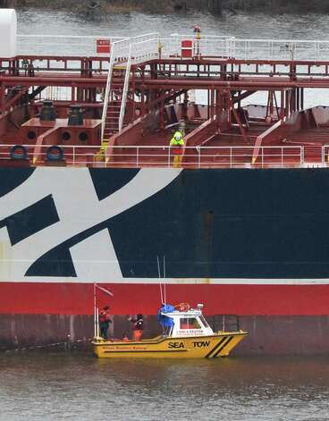 Crews work to evaluate the damage to the oil tanker Stena Primorsk, carrying North Dakota crude from the Port of Albany, at anchor in the Hudson River off Stuyvesant N.Y., Friday Dec. 21, 2012, after running aground Thursday morning.  (John Carl D'Annibale / Times Union) Photo: John Carl D'Annibale / 00020553A