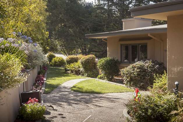 A private garden is in front of the home. Photo: Scott Hargis/SF