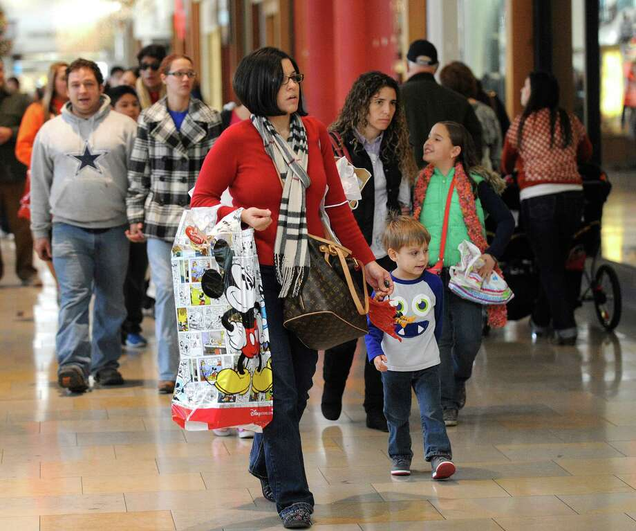 Charlotte Immenschuh and her son, Owen, 3, join other shoppers at North Park Mall to make late purchases on Friday, Dec. 21, 2012. Photo: Billy Calzada, San Antonio Express-News / SAN ANTONIO EXPRESS-NEWS