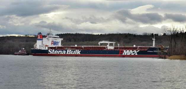 The oil tanker Stena Primorsk makes her way up river to the Port of Albany under her own power Friday Dec. 21, 2012, after running aground yesterday morning.  (John Carl D'Annibale / Times Union) Photo: John Carl D'Annibale / 00020553A