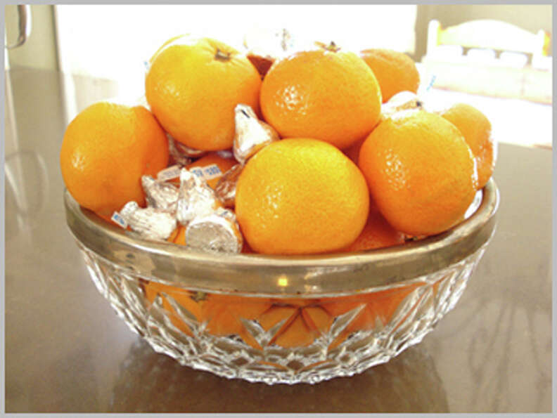 Bowl of oranges and Hershey's Kisses. (Screen grab)