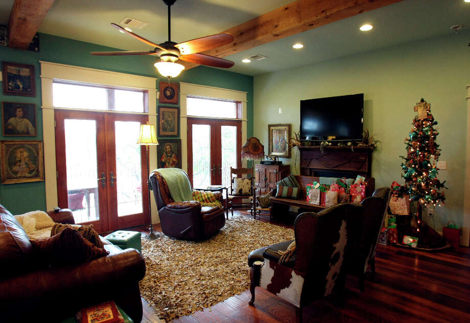 Living room in the Scherrer's  home in New Braunfels. Photo: Helen L. Montoya, San Antonio Express-News / ©SAN ANTONIO EXPRESS-NEWS