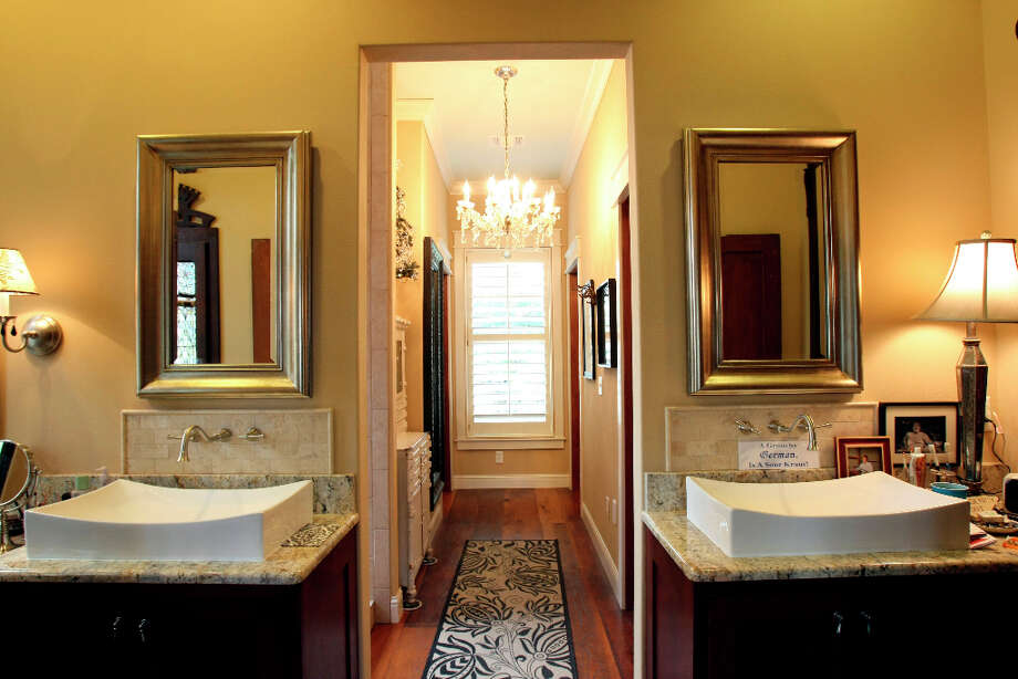 Master bathroom in the Scherrer's  home in New Braunfels. Photo: Helen L. Montoya, San Antonio Express-News / ©SAN ANTONIO EXPRESS-NEWS
