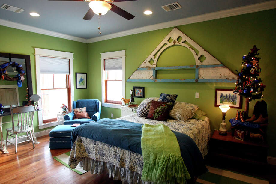 Guest room in the Scherrer's  home in New Braunfels. Photo: Helen L. Montoya, San Antonio Express-News / ©SAN ANTONIO EXPRESS-NEWS