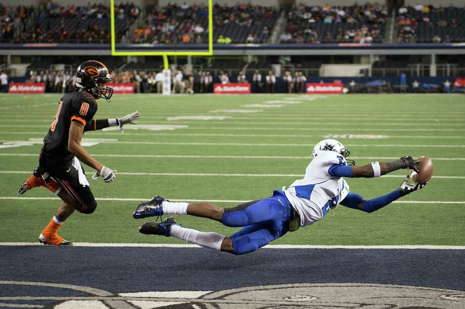 Navasota's Austin Collins (2) catches a 4-yard pass from Kadarius Baker as Gilmer defensive back Trey Washington (8) defends during the first half. Photo: Smiley N. Pool, Houston Chronicle / © 2012  Houston Chronicle
