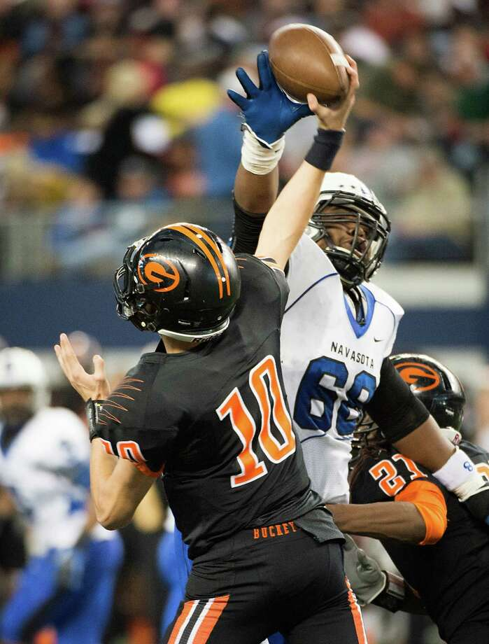 Gilmer quarterback Tanner Barr (10) gets off a pass under pressure from Navasota's Jordan Wells (68) during the first half. Photo: Smiley N. Pool, Houston Chronicle / © 2012  Houston Chronicle