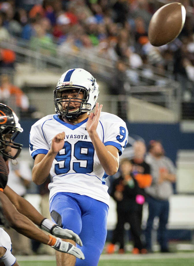 Navasota's Michel Martinez (99) reacts as his extra point attempt is blocked by the Gilmer defense during the first half. Photo: Smiley N. Pool, Houston Chronicle / © 2012  Houston Chronicle