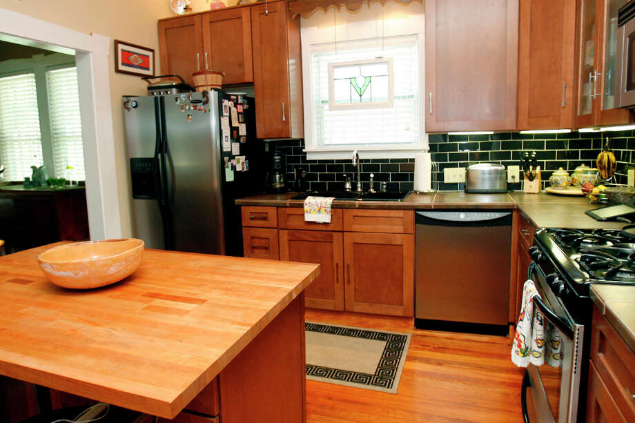 Carreon has completely modernized his kitchen. Photo: SARA M. STRICK, San Antonio Express-News / SSTRICK@express-news.net