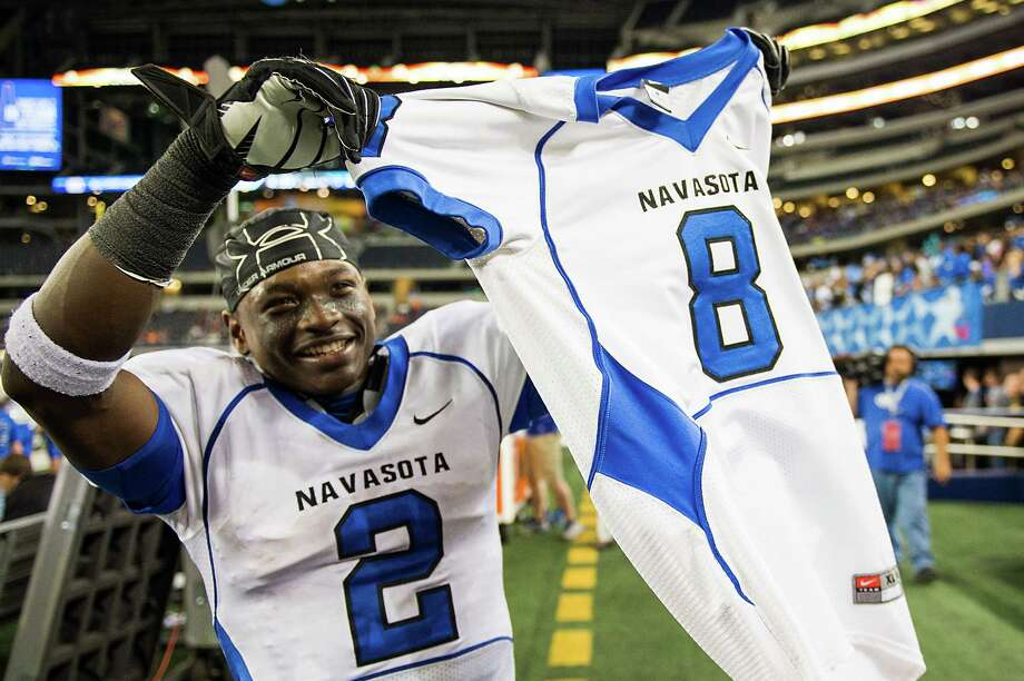 Navasota - 39 Gilmer - 3Navasota's Austin Collins (2) holds up the jersey of teammate Xavier Creeks (8) as he celebrates in the final minute of the Ratttlers' 39-3 victory over Gilmer in the Class 3A Division II state championship football game at Cowboys Stadium on Friday, Dec. 21, 2012, in Arlington.  Creeks, the leading rusher for Navasota, was injured in a car accident on Thursday. Photo: Smiley N. Pool, Houston Chronicle / © 2012  Houston Chronicle