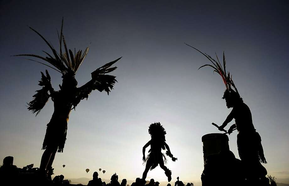 People in Aztec costumes dance during a ceremony for the new Sun --the Sixth in the Aztec Calendar-- near the Teotihuacan archaeological site, state of Mexico, on December 21, 2012.  Photo: Alfredo Estrella, AFP/Getty Images