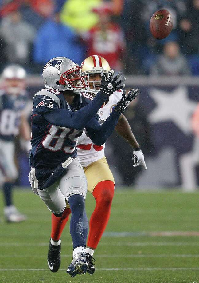 FOXBORO, MA - DECEMBER 16: Brandon Lloyd #85 of the New England Patriots catches a pass as Chris Culliver #29 of the San Francisco 49ers defends in the second half at Gillette Stadium on December 16, 2012 in Foxboro, Massachusetts. (Photo by Jim Rogash/Getty Images) Photo: Jim Rogash / 2012 Getty Images