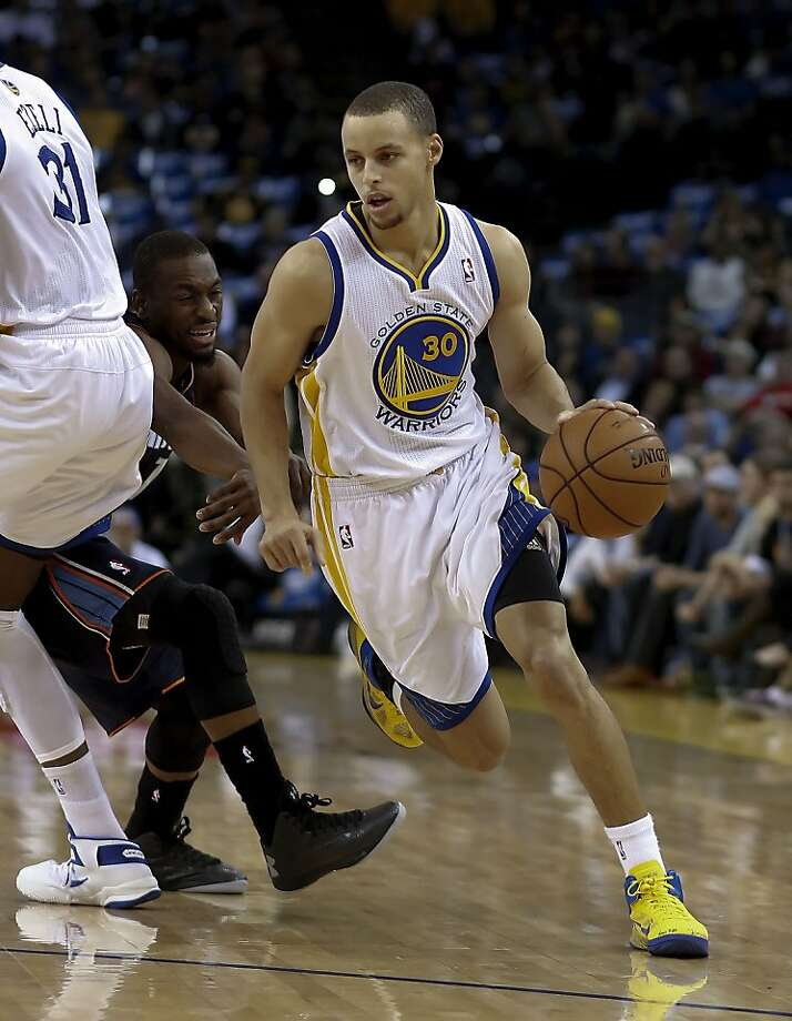 Warriors Stephen Curry, (30) gets inside Bobcats player, Michael Kidd-Gilchrist, (14)  in the first quarter,as the Golden State Warriors take on the Charlotte Bobcats in NBA action at the in Oakland, Calif. on Friday Dec. 21,2012. Photo: Michael Macor, The Chronicle