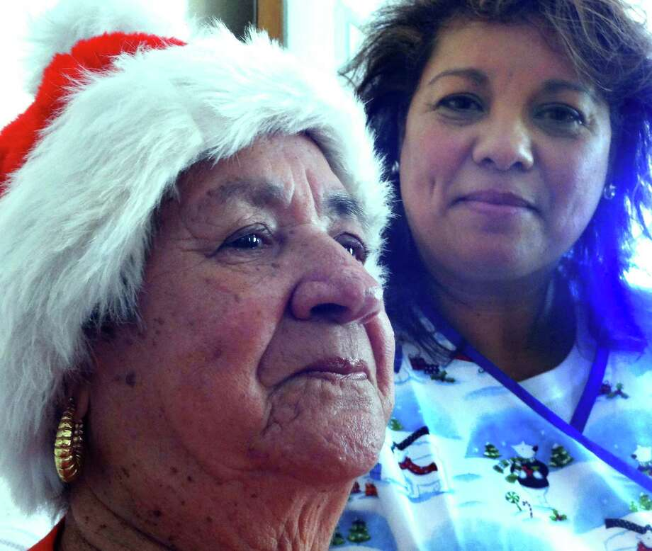 Maria Rios, right, a caregiver with the Sisters Care program of The Village of the Incarnate Word, has been assisting Raquel G. Almaraz with her needs for about three months. Photo: Billy Calzada, San Antonio Express-News / © 2012 San Antonio Express-News