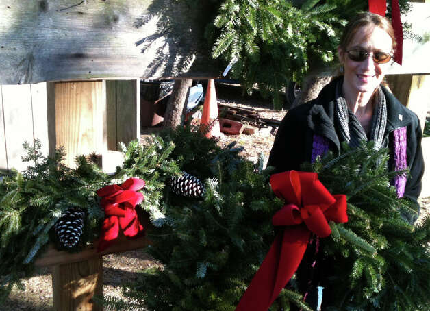 Lisa Ludvinsky of Fairfield makes wreaths and holiday centerpieces for the Connecticut Audubon Society's Christmas tree farm in Westport.  Westport CT 12/14/12 Photo: Andrew Brophy / Westport News contributed