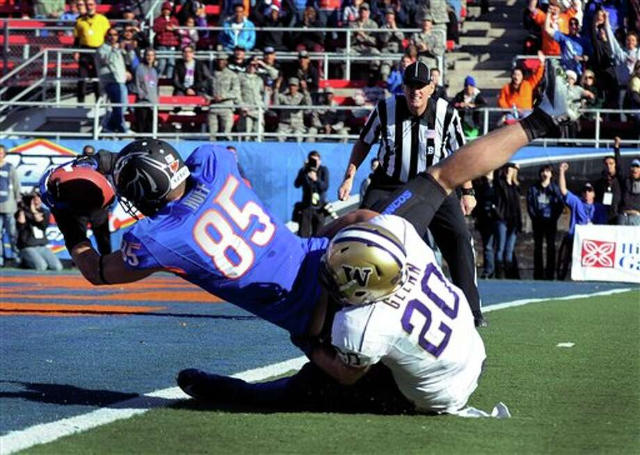 Boise State's Holden Huff (85) gets by Washington's Justin Glenn (20) for a first-half touchdown during the MAACO Bowl NCAA college football game on Saturday, Dec. 22, 2012, in Las Vegas. Photo: David Becker, AP / FR170737 AP