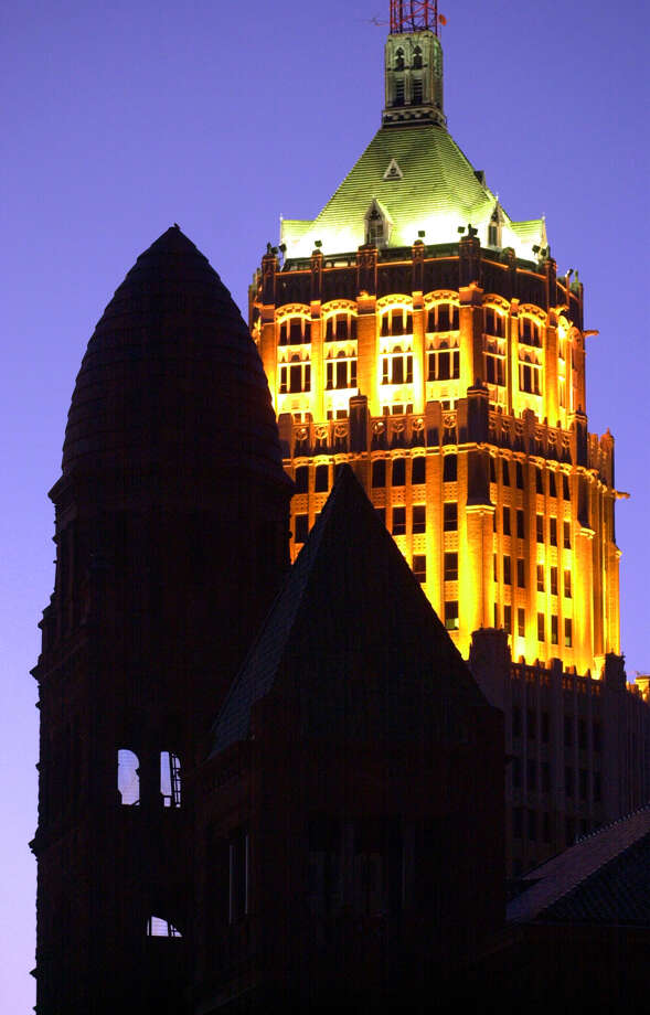 Tower Life Building (rear) in San Antonio: 404 feet, 30 stories Photo: John Davenport, San Antonio Express-News / EN